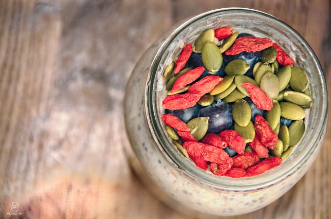 Bircher Muesli with Banana & Berries/ Bircher μουσλι με μπανανες και φρουτα του δασους