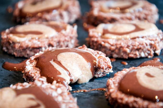 Μπισκοτα καρυδα σολοκατα με επικαλυψη φυστικοβουτυρο/ Coconut Chocolate Cookies with Peanut butter swirl