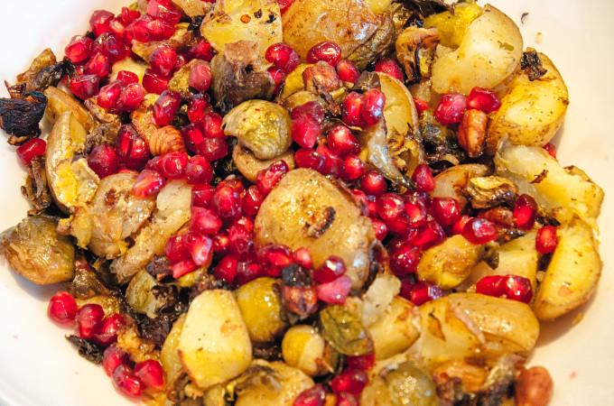 Χριστουγεννιατικες πατατες με λαχανακια βρυξελλων και ροδι